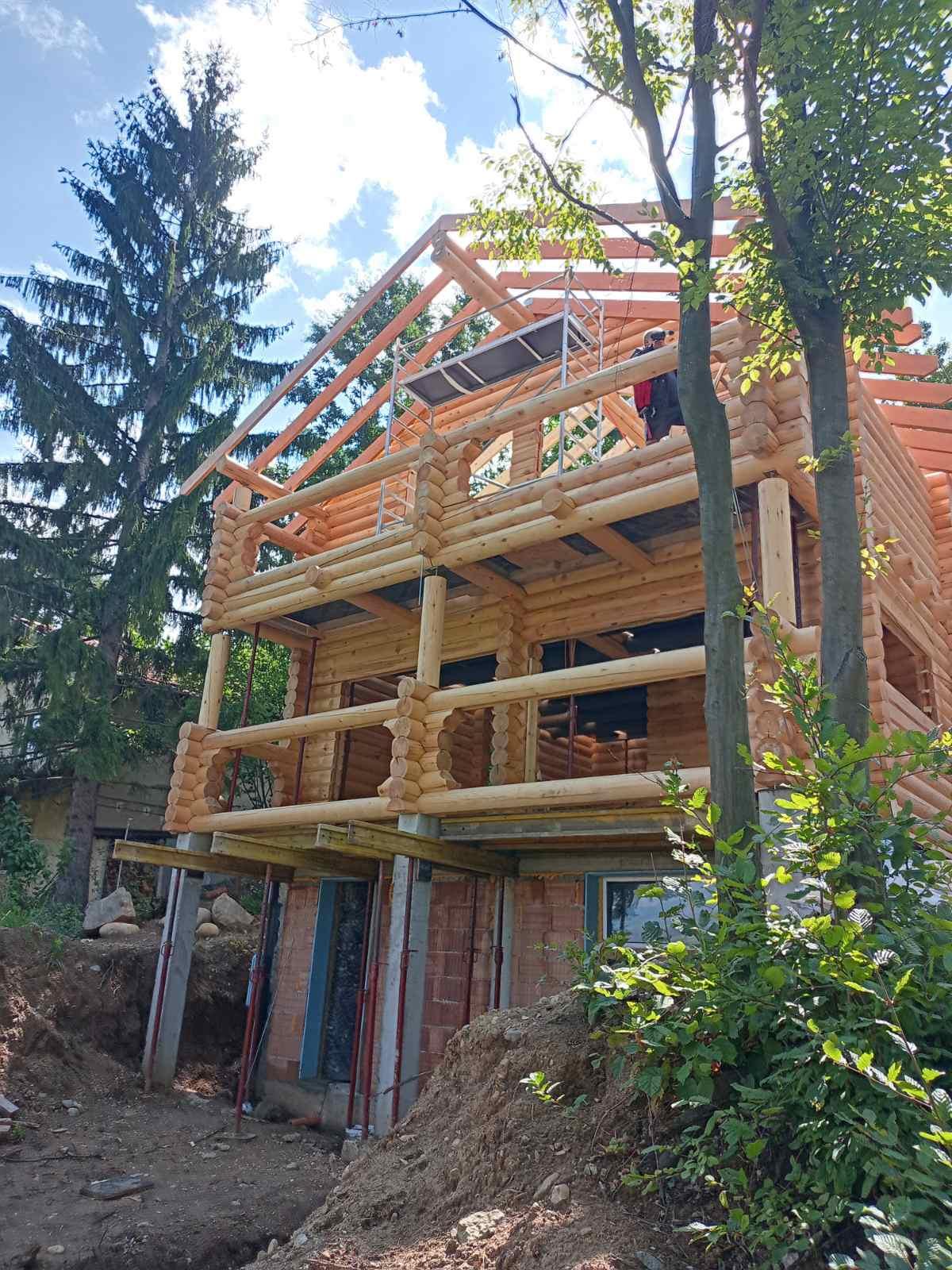 къща Хонка - покрив